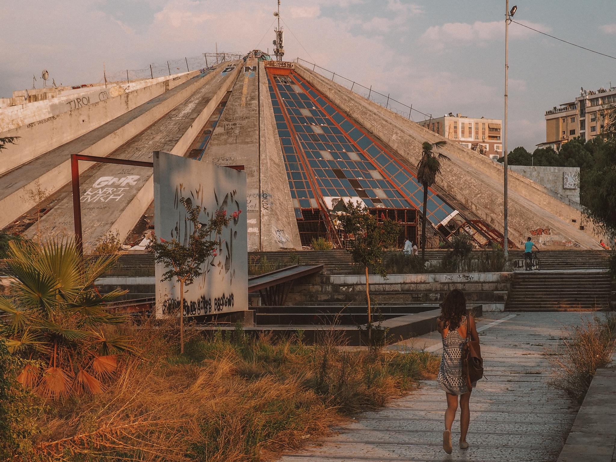 Albanien Roadtrip: Pyramide von Tirana